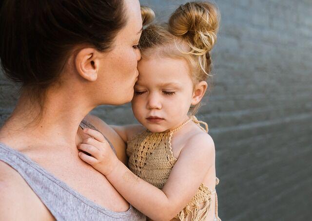 Anya gyermek érzelem kimutatása