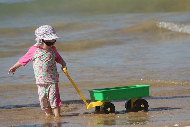 Mászkálós játékok kiskocsival Kislány