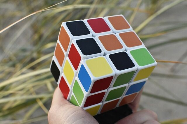 Hagyomágyos Rubik fejtörő