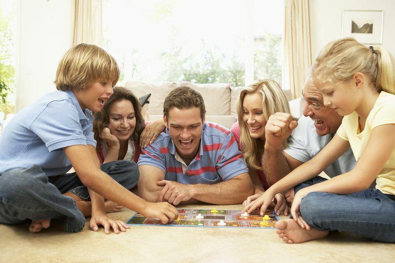 Dobble játék a családdal